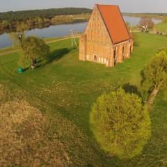 Angelo šešėlis šalia senosios Zapyškio bažnyčios